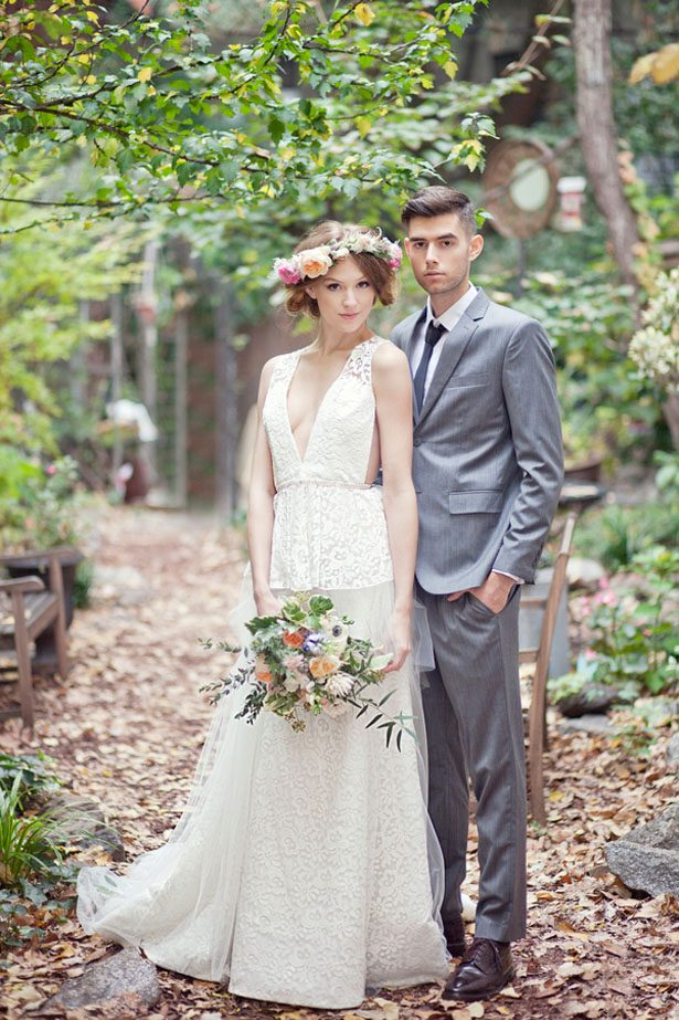 V-neckline Vintage Lace Garden Wedding Dress - daisystyledress