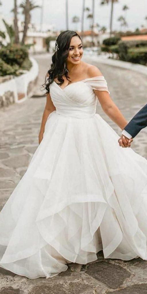 Tiered Skirt Plus Size Wedding Dress with Detachable Sleeve - daisystyledress