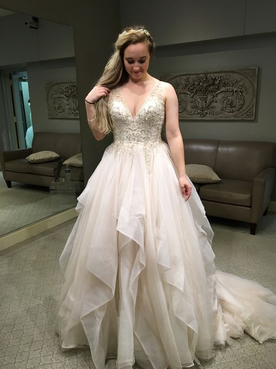Fashion Tiered Skirt Plus Size Wedding Dress - daisystyledress