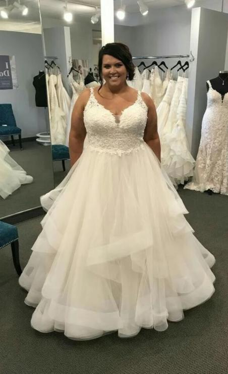 Fashion Tiered Skirt Plus Size Lace Wedding Dress - daisystyledress