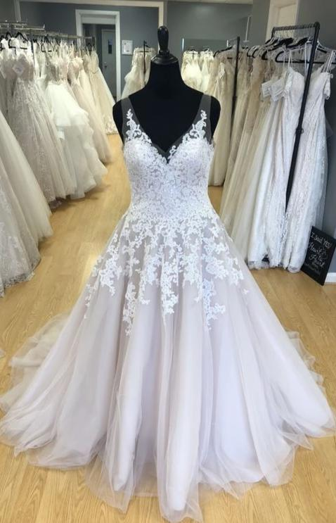 Elegant V-neckline Lace and Tulle Plus Size Wedding Dress - daisystyledress