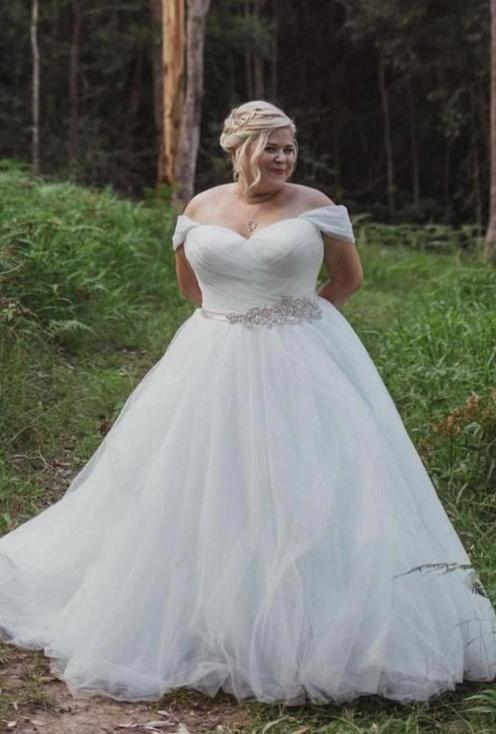 Informal Off Shoulder Sleeve Plus Size Wedding Dress - daisystyledress