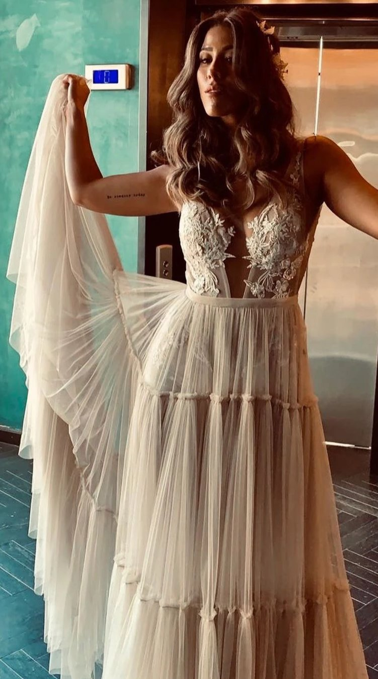 Sexy Open Back Deep V-neckline Bohemian Wedding Dress - daisystyledress