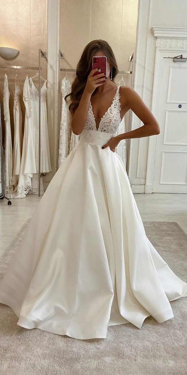 Simple V-back Ivory Wedding Dress - daisystyledress