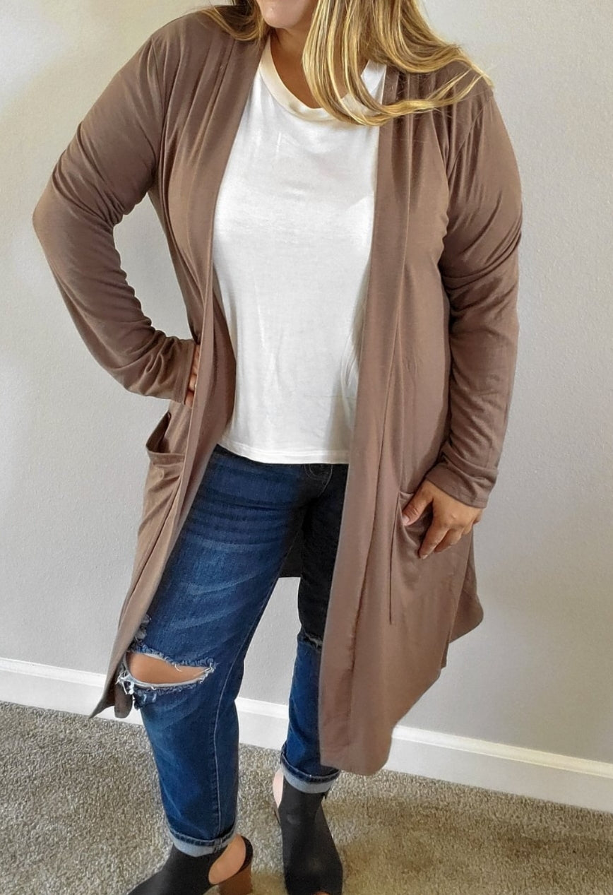 California Open Curvy Cardigan in Mocha