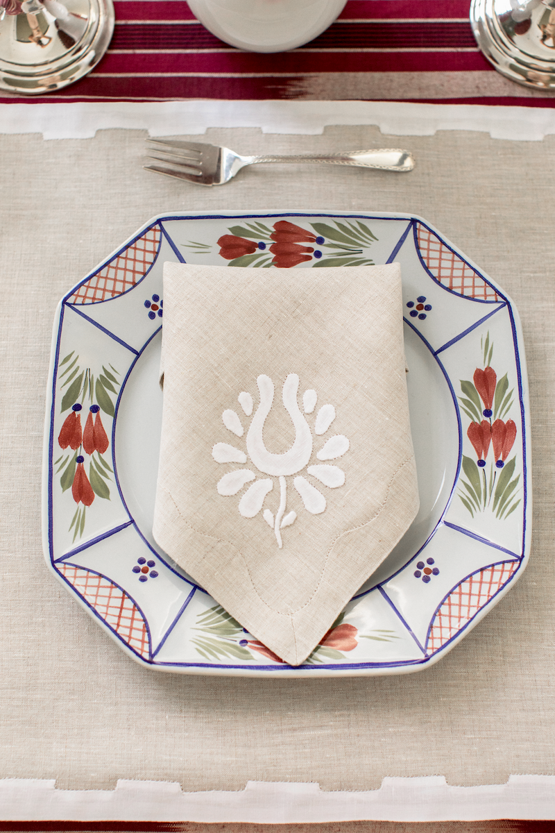 Indian Tulip Dinner Napkins, Oatmeal and White, Set of 2