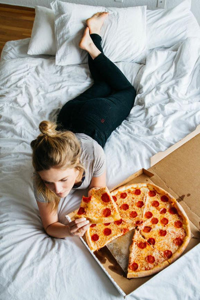 This Is the Scientific Reason Why a Lack of Sleep Makes You Crave Junk Food