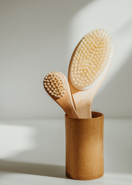 5 Benefits of Dry Brushing, the Detoxifying Technique to Try Now