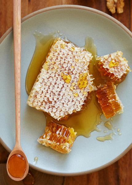 5 Science-Backed Reasons You Should Be Using Manuka Honey