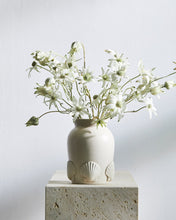 Load image into Gallery viewer, Objet Aimée Coquille Vase