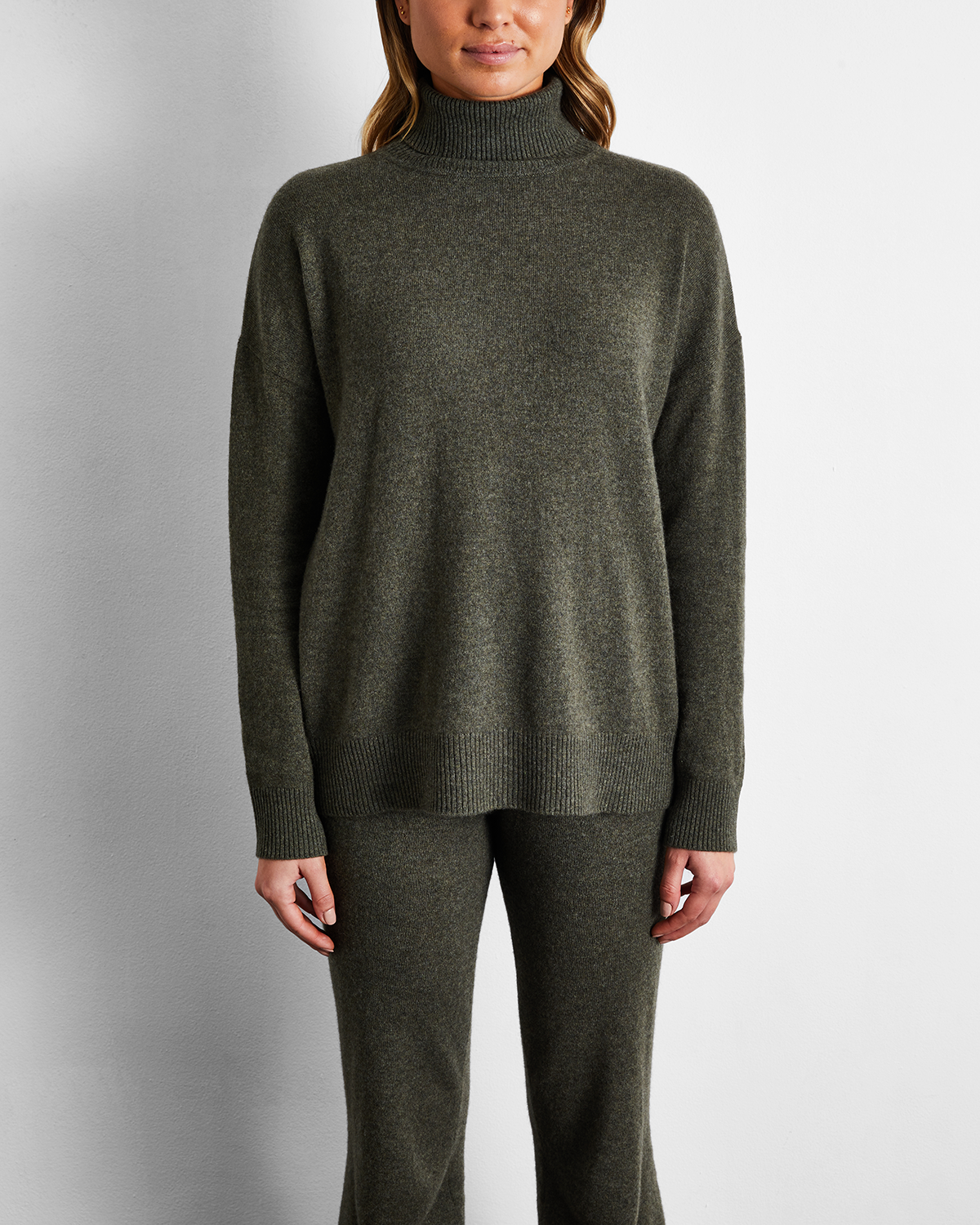 100% Cashmere Sweater in Olive