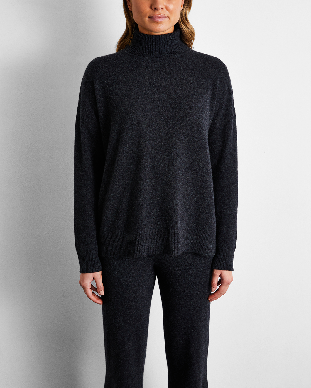 100% Cashmere Sweater in Charcoal