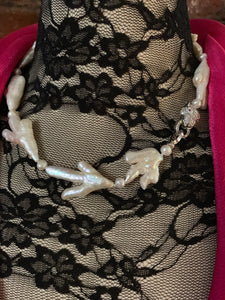Sultry Chicken Foot Pearl Choker Statement Necklace with Ice Rhinestone Wildcat Clasp