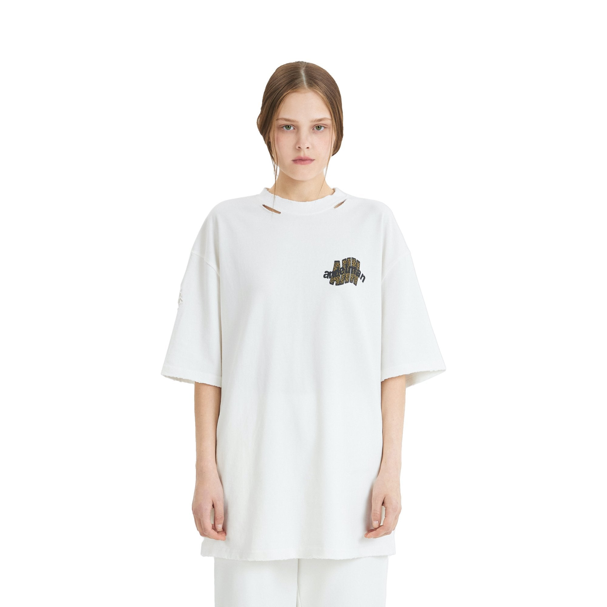 ANN ANDELMAN Leopard Logo Tee White | MADA IN CHINA