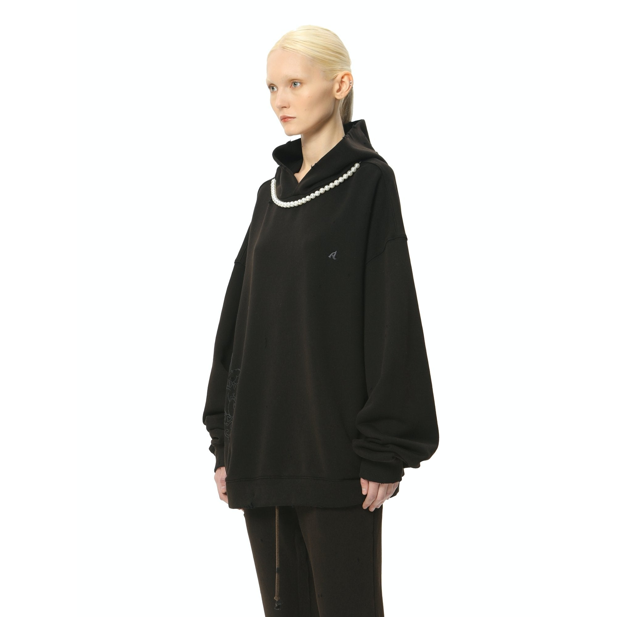 AIN'T SHY Pearl Necklace Hoodie Ore Black | MADA IN CHINA
