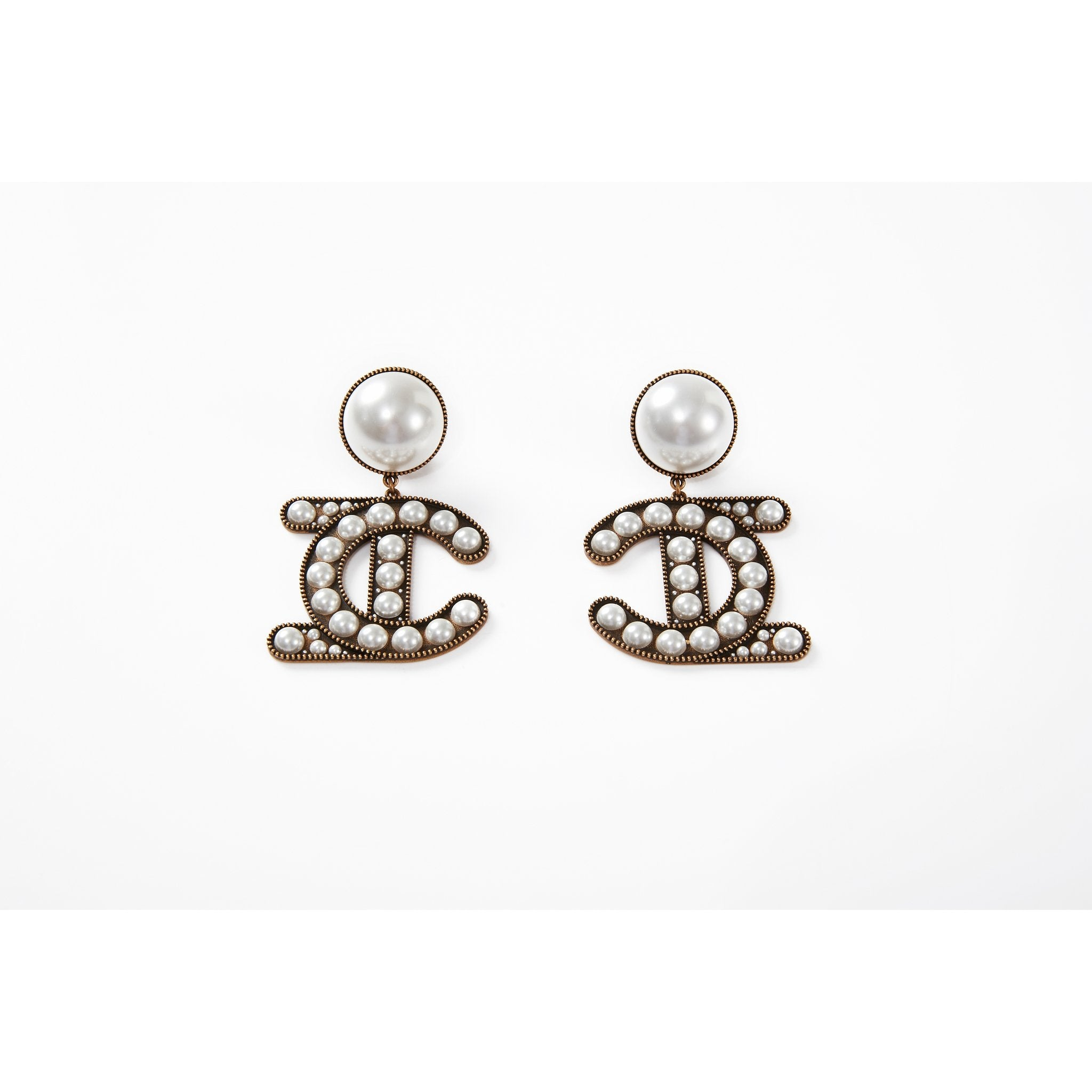 Laurence & Chico Pearls LC Logo Earrings | MADA IN CHINA
