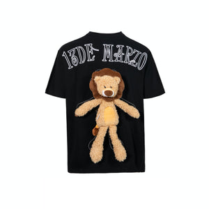 13 DE MARZO Plush Lion Toy T-Shirt Black | MADA IN CHINA