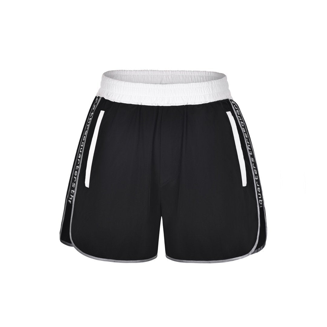 THREE QUARTERS Reflective Logo Shorts Black | MADA IN CHINA