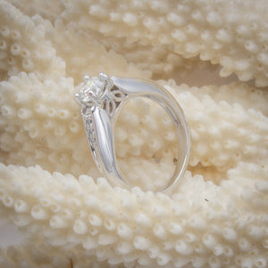 Platinum Diamond Solitaire with Diamond Shoulders