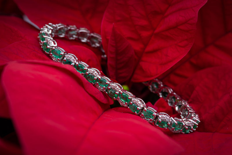 14 Karat White Gold Bracelet Prong Set with Fine Quality Natural Emeralds and Diamonds Weighing Totally 791/100 Carats