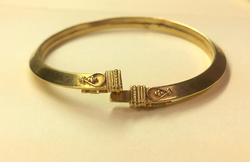 Elegant Gold Bangle