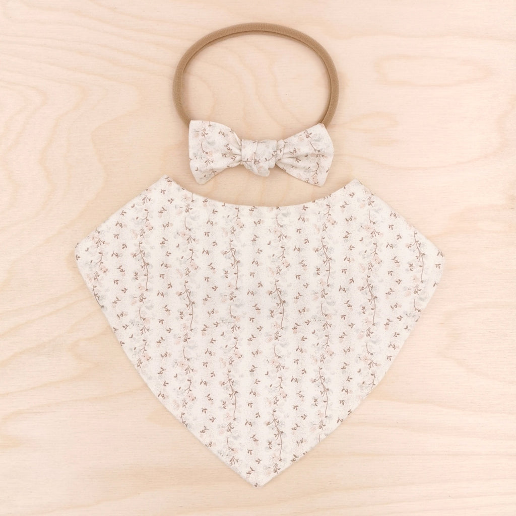 Nostalgia Cream Dribble Bib & Nostalgia Cream Little-Bow