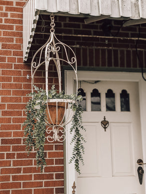 Small Metal Wire Hanging Basket (store pick up only)