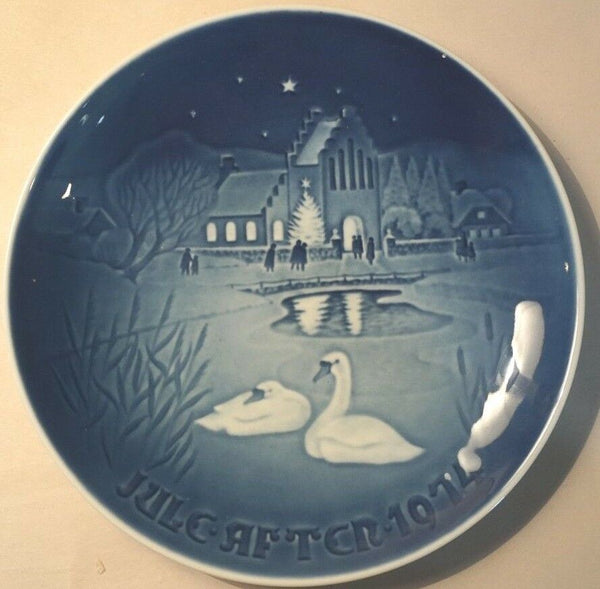 1974 BING & GRONDAHL B&G CHRISTMAS PLATE JUL AFTER CHRISTMAS IN THE VILLAGE