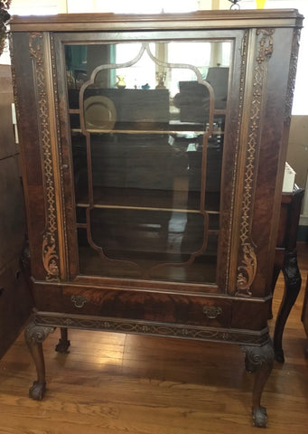 ANTIQUE MAHOGANY CHINA CABINET W/ CLAW FOOT LEGS, NICE CARVINGS & GLASS DOOR