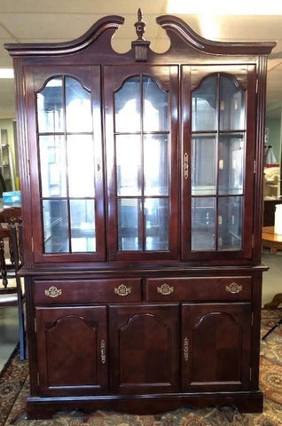 MAHOGANY LIGHTED CHINA CABINET
