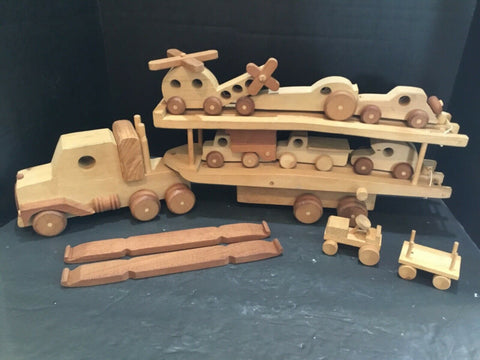 KIDS WOODEN 18 WHEELER AUTOMOBILE CAR HAULER WITH VEHICLES
