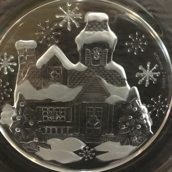 "SET OF (4) ARCOROC FRANCE CLEAR GLASS 7-5/8"" PLATES WITH CHRISTMAS WINTER HOUSE SCENE"