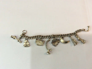 VTG GOLD TONED CHARM BRACELET WITH 8 CHARMS