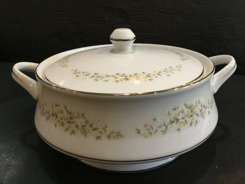 CROWN VICTORIA CHINA CAROLYN COVERED CASSEROLE DISH