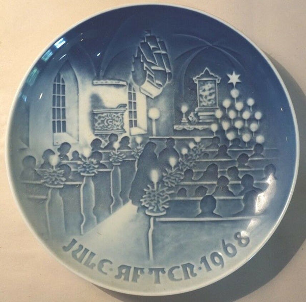 1968 BING & GRONDAHL B&G CHRISTMAS PLATE JUL AFTER-CHRISTMAS IN CHURCH