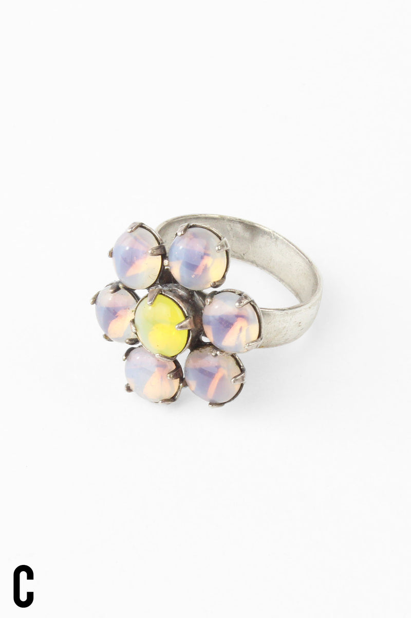 De Luxe Vintage Stone Flower Ring