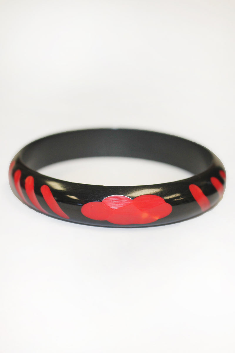 Bakelite Vintage Two-Tone Carved Red & Black Bangle