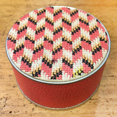 SAJOU CROSS STITCH EMBROIDERY KIT - Round Box/ Chevron