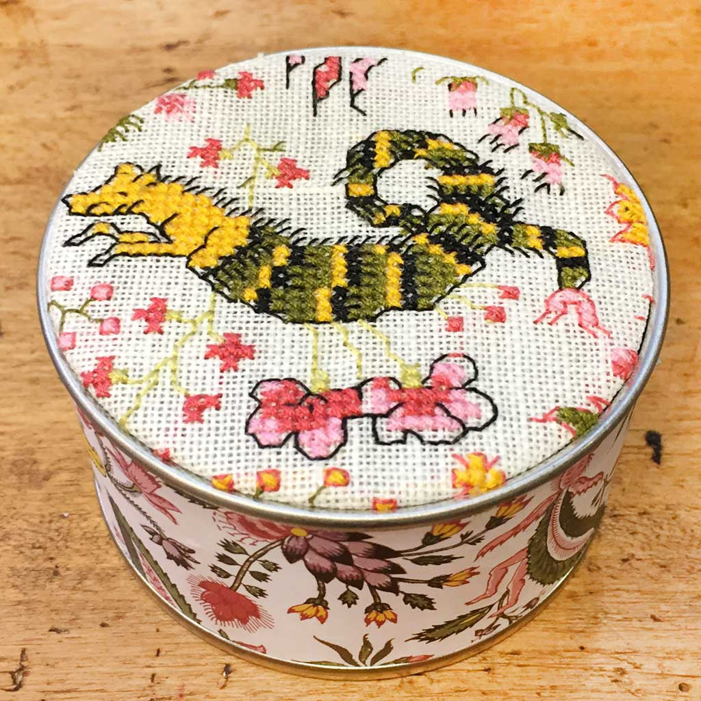 SAJOU CROSS STITCH EMBROIDERY KIT - Round Box/ Dragon
