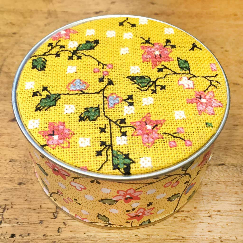 SAJOU CROSS STITCH EMBROIDERY KIT - Round Box/ Breteuil