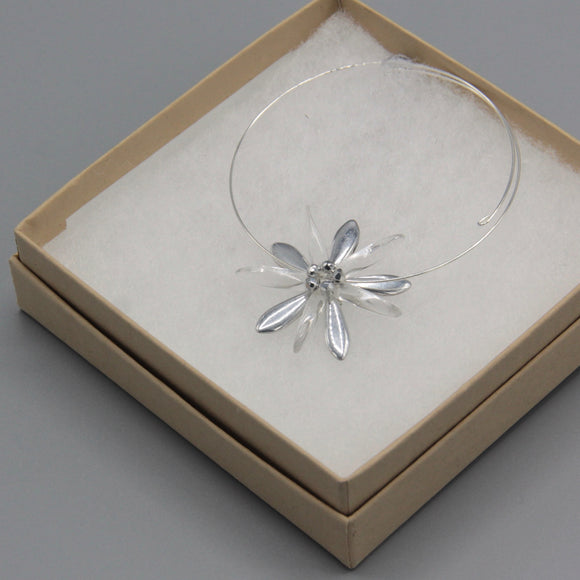 Zoe Bracelet with Shiny Silver Flower