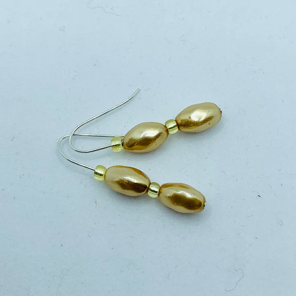 Olivia Earrings in Golden Pearl