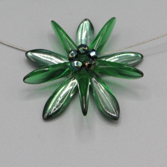 Elizabeth Necklace in Shiny Green