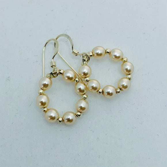 Hannah Earrings In Pearly White