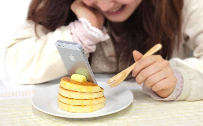 Food Sample Smartphone Stand (Pancake) (Plain) - Hamee Strapya World
