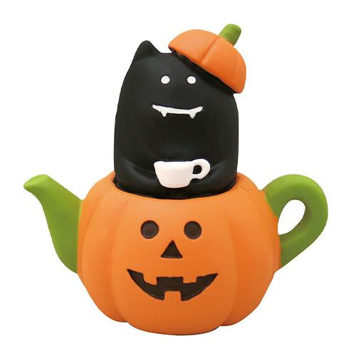 DECOLE Concombre Figures - Halloween (Cat in Pumpkin Tea Cup)