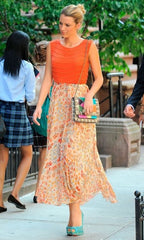 Blake Lively with gossip girl season 6 handbag