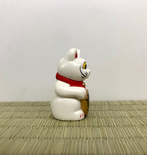 Load image into Gallery viewer, one eye manekineko