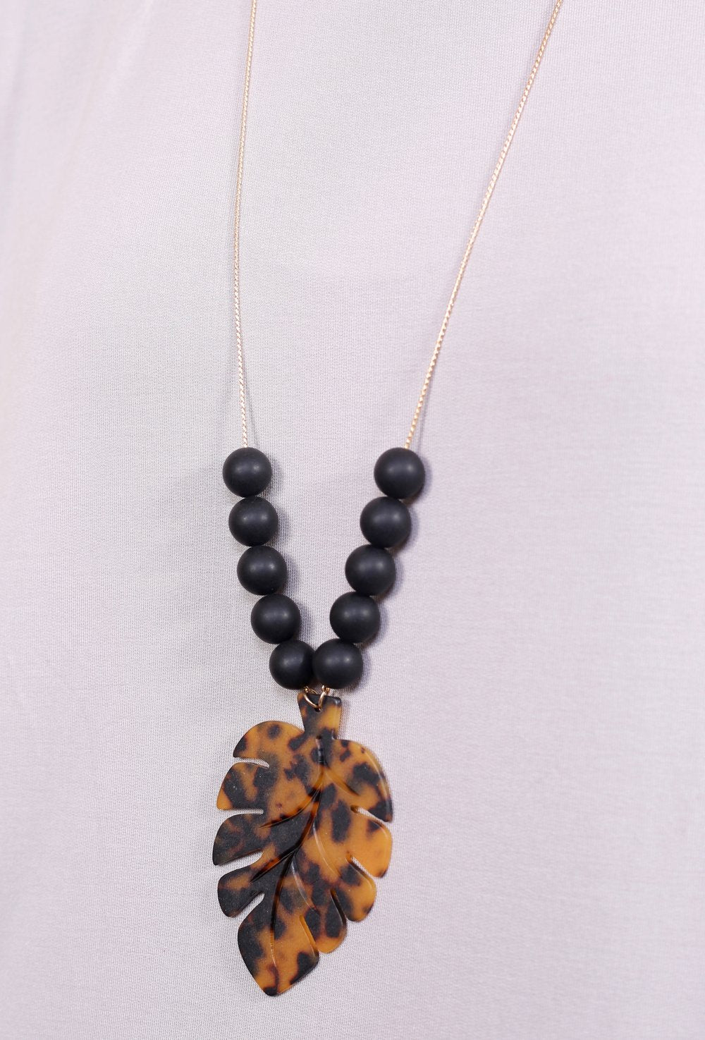 Delicate chain w/ matte beads and resin palm