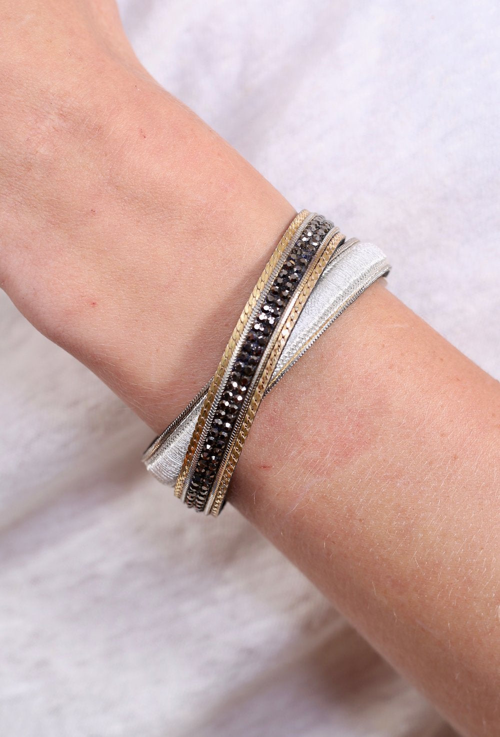 Crystal/metallic thread leather wrap bracelet -magnetic
